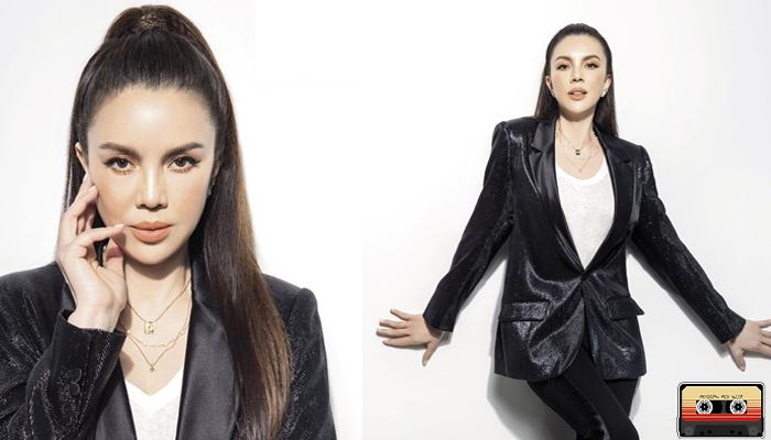 ติ๊นา คริสติน่า อากีล่าร์ นักร้องสาวเสียงดี ยอดทะลุล้านตลับ music24s ดนตรี