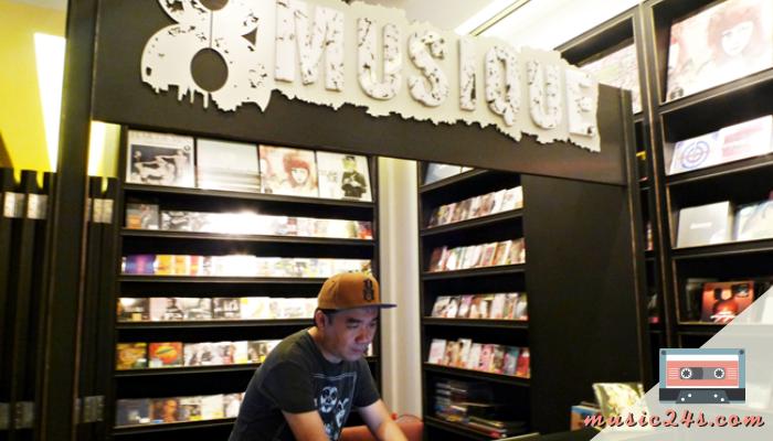 8 MUSIQUE ร้านขาย CD เพลงไทย สุดฮิพ 8 MUSIQUE ร้านขาย CD เพลงไทย เพลงสากลุสดฮิต ตั้งอยู่ใจกลางพื้นที่ทองหล่อ กรุงเทพ ซึ่งจะมีการจัดจำหน่าย