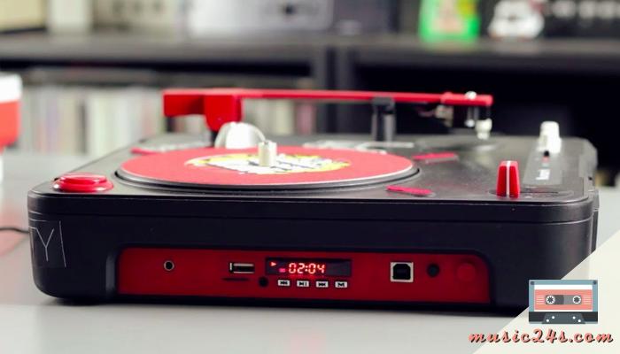Numark PT01 SCRATCH เครื่องเล่นเพลงสำหรับ DJ สาย SCRATCH เครื่องเล่นแผ่นเสียงกลิ่นไอยุค 90 แต่ออกแบบดีเทลแบบยุคใหม่ด้วยสีดำ – แดง สุดเท่ มีรูปร่างกระทัดรัด น้ำหนักเบา